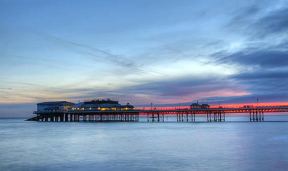 Fizzy Image - cromer pier at sunrise on english coast