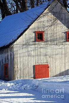 Sophie Vigneault - Old Barn in Winter