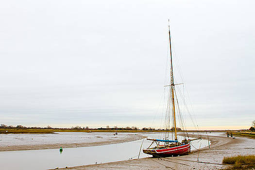 Fizzy Image - an abandoned old sailboat at Maldon in Essex