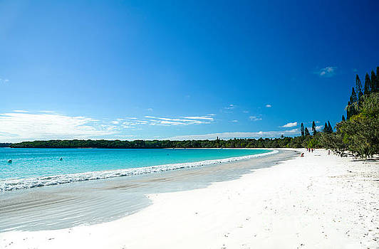 David Hill - Waves lapping against white sandy beach - Kuto Bay - Isle of Pines - New Caledonia