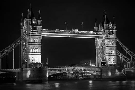 Kamil Swiatek - London Bridge at Night BW