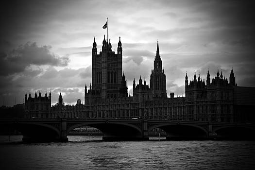 Kamil Swiatek - London on a Cloudy Day BW